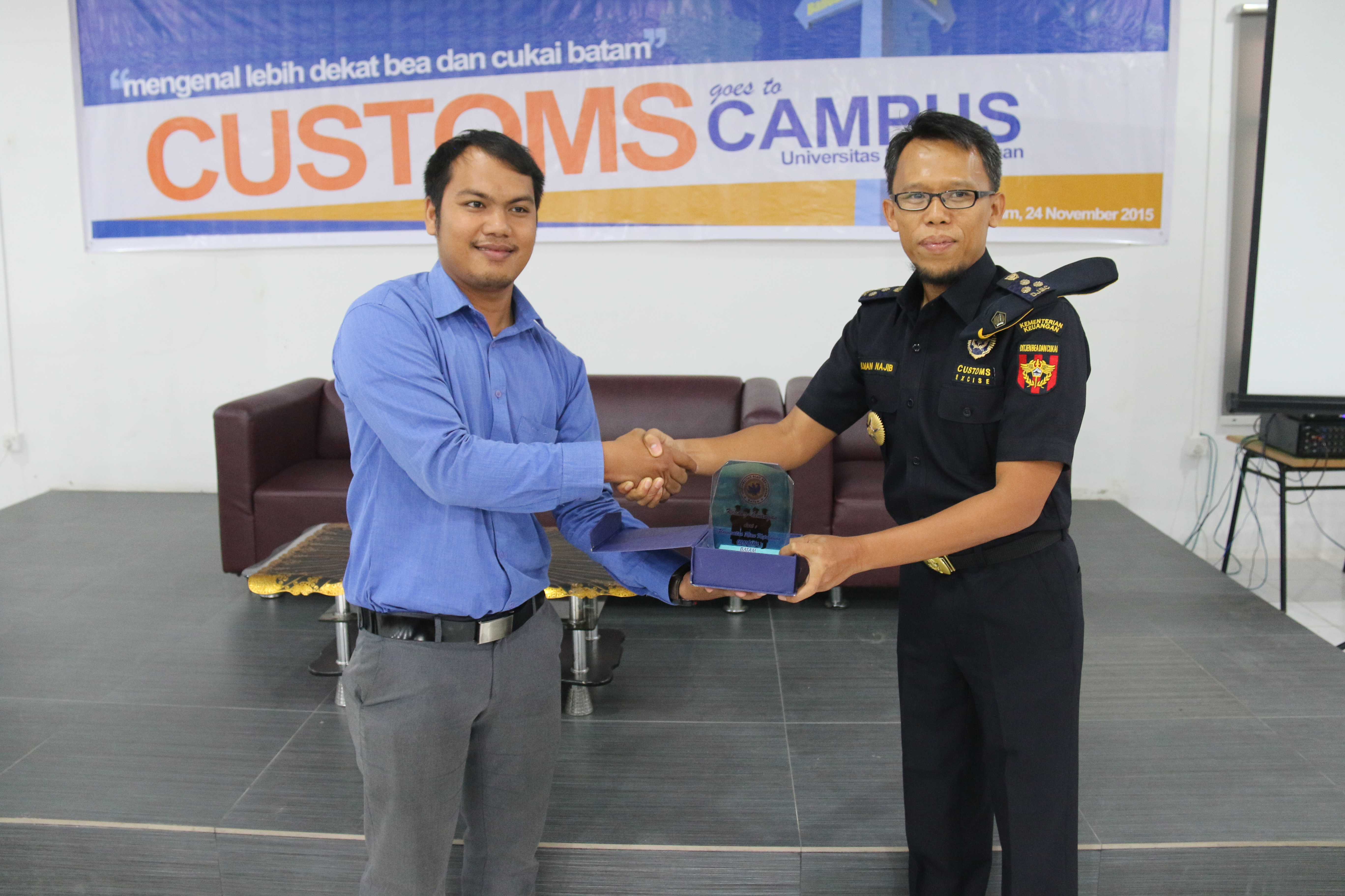 """CUSTOMS GOES TO CAMPUS """"UNRIKA"""" 2015"""